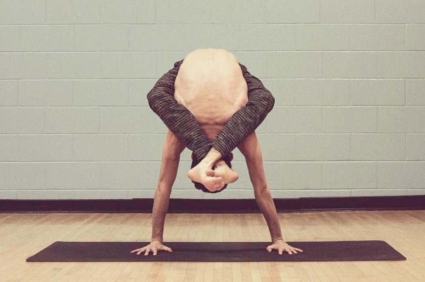 il contorsionista Arthur Cadre
