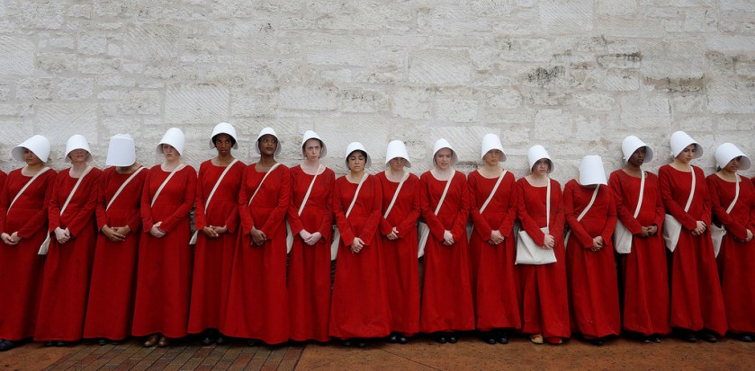 the_handmaid's_tale_cosplay