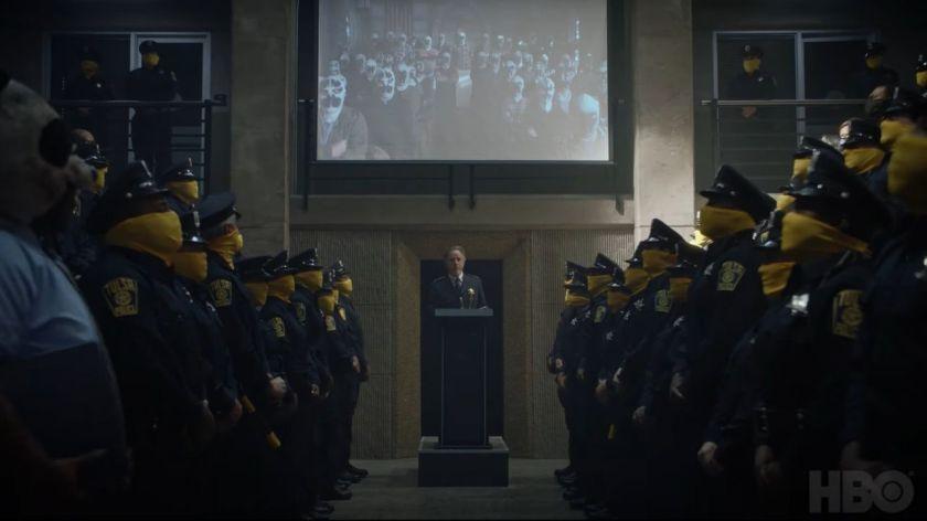 nel-secondo-episodio-watchmen-svelato-motivo-polizia-indossa-maschere-v3-408001-1280x720